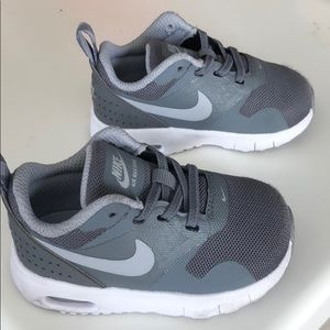 best website 48b9f 26e96 Nike Shoes - Infant size 5 grey Nike s